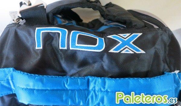 Detalle del logo Nox en el paletero azul