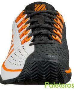 Detalle de las zapatillas Hypermatch blancas y negras