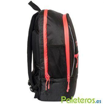 Lateral de la mochila Nox roja y negra