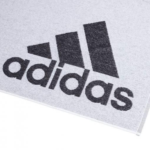 toalla adidas blanca logo